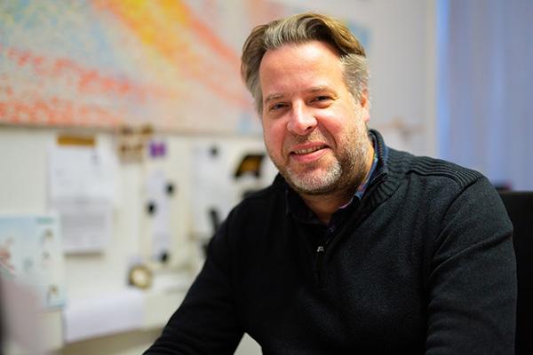 Markus Gabriel beim Arbeiten.